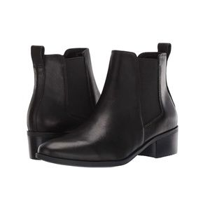 NWBOT. Steven Madden Dover Black Leather Bootie.